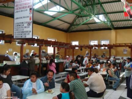 Typisches gericht in riobamba schweinefleisch im ofen gebacken
